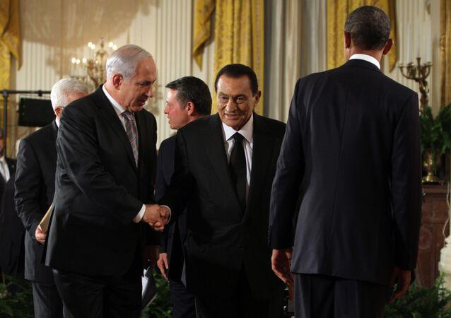 El primer ministro israelí, Benjamín Netanyahu, junto al expresidente egipcio Hosni Mubarak (archivo)