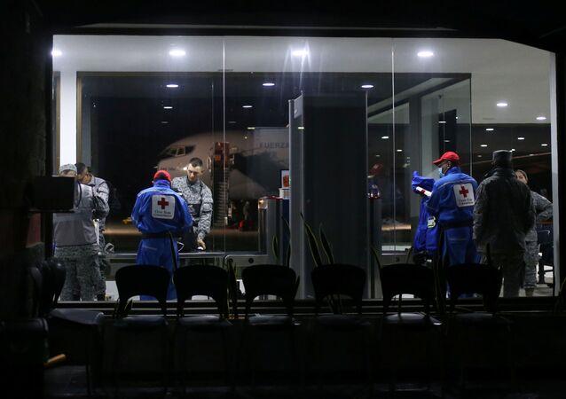 Los empleados del aeropuerto en Bogotá