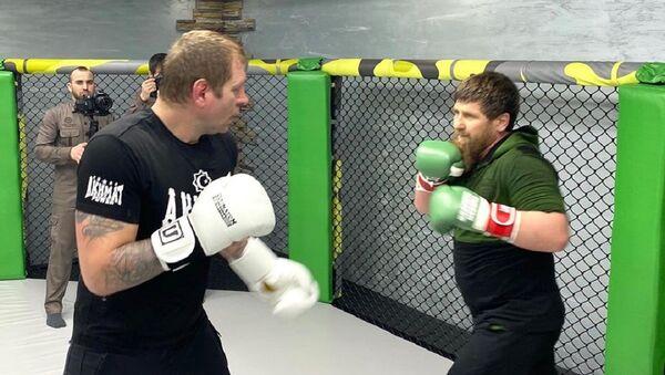 El líder de Chechenia, Ramzán Kadírov,y el luchador de MMA, Alexandr Yemeliánenko - Sputnik Mundo