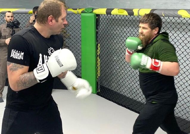 El líder de Chechenia, Ramzán Kadírov,y el luchador de MMA, Alexandr Yemeliánenko