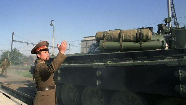 La retirada de las tropas soviéticas de Checoslovaquia - Sputnik Mundo