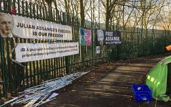 Un campamento de protesta y en solidaridad con Julian Assange - Sputnik Mundo
