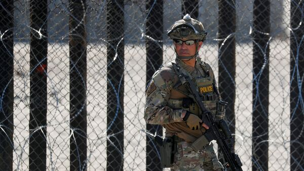 Un agente de Aduanas y Protección Fronteriza de Estados Unidos - Sputnik Mundo