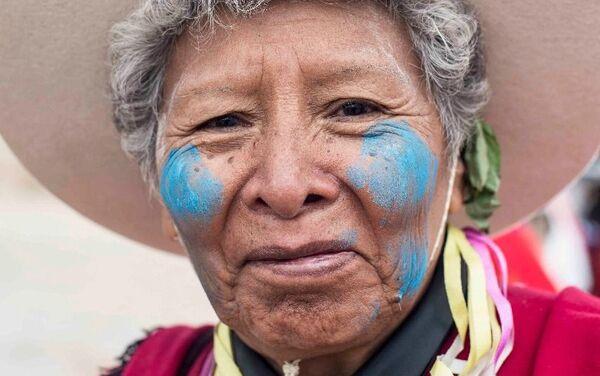 Habitante de Tilcara con el rostro pintado para el Carnaval en Argentina. - Sputnik Mundo