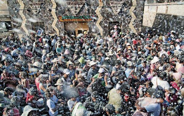 Residentes de Tilcara celebrando el Carnaval. - Sputnik Mundo