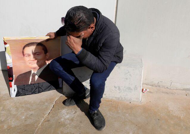 Uno de los simpatizantes del expresidente egipcio Hosni Mubarak