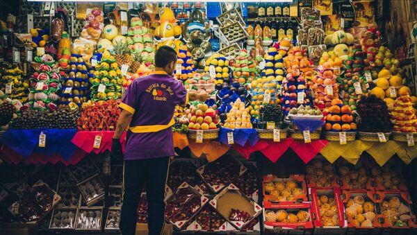 Una tienda de frutas - Sputnik Mundo