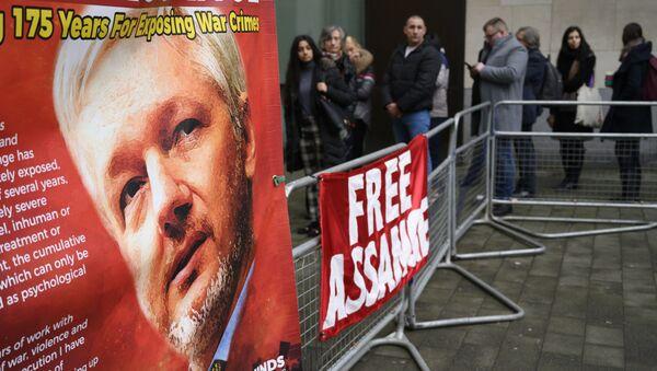 La protesta contra la extradición de Assange en Londres - Sputnik Mundo