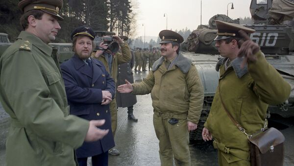 La retirada de las tropas soviéticas de Checoslovaquia en 1990 - Sputnik Mundo