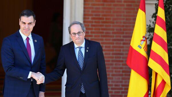 El presidente del Gobierno español, Pedro Sánchez, y el presidente de la Generalitat, Quim Torra - Sputnik Mundo