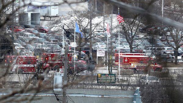 Los vehículos de los serviocios de emergencia cerca de MolsonCoors en Milwaukee - Sputnik Mundo