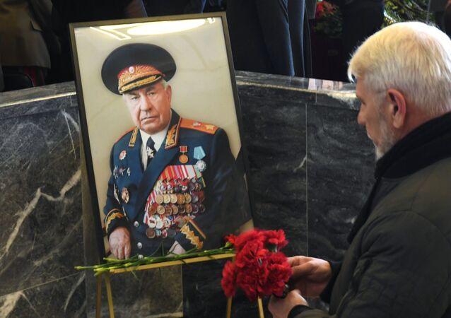 La ceremonia de entierro del mariscal ruso Dmitri Yázov
