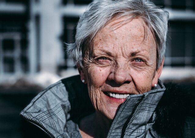 Un mujer mayor