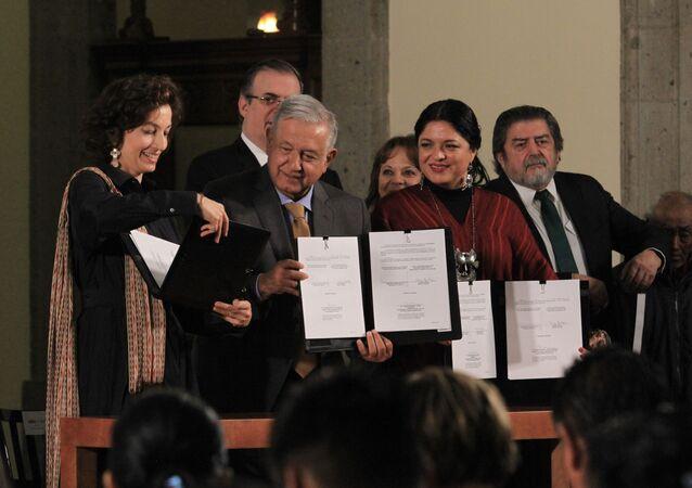 El presidente de México, Andrés Manuel López Obrador, y la directora general de la Unesco, Audrey Azoulay
