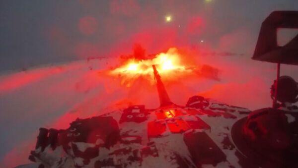La infantería mecanizada rusa repele el ataque nocturno de un 'enemigo' - Sputnik Mundo