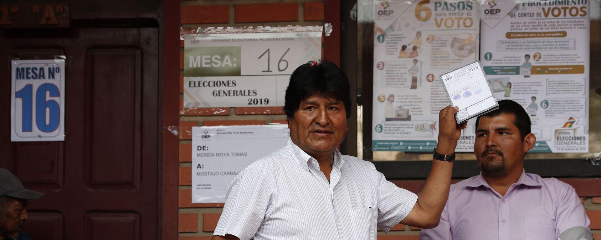 Evo Morales votando durante las elecciones de octubre de 2019 en Bolivia - Sputnik Mundo, 1920, 27.07.2021