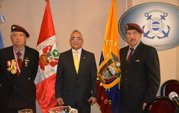 Pablo Terán, vicepresidente de la Confederación Latinoamericana de veteranos de guerra, con otros miembros de la organización - Sputnik Mundo