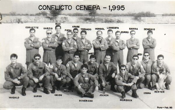 Integrantes de las Fuerzas Aéreas peruanas durante el conflicto del Cenepa - Sputnik Mundo