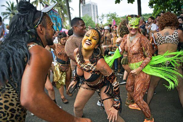 Carnaval contra el coronavirus: las fotos más impresionantes de la semana - Sputnik Mundo