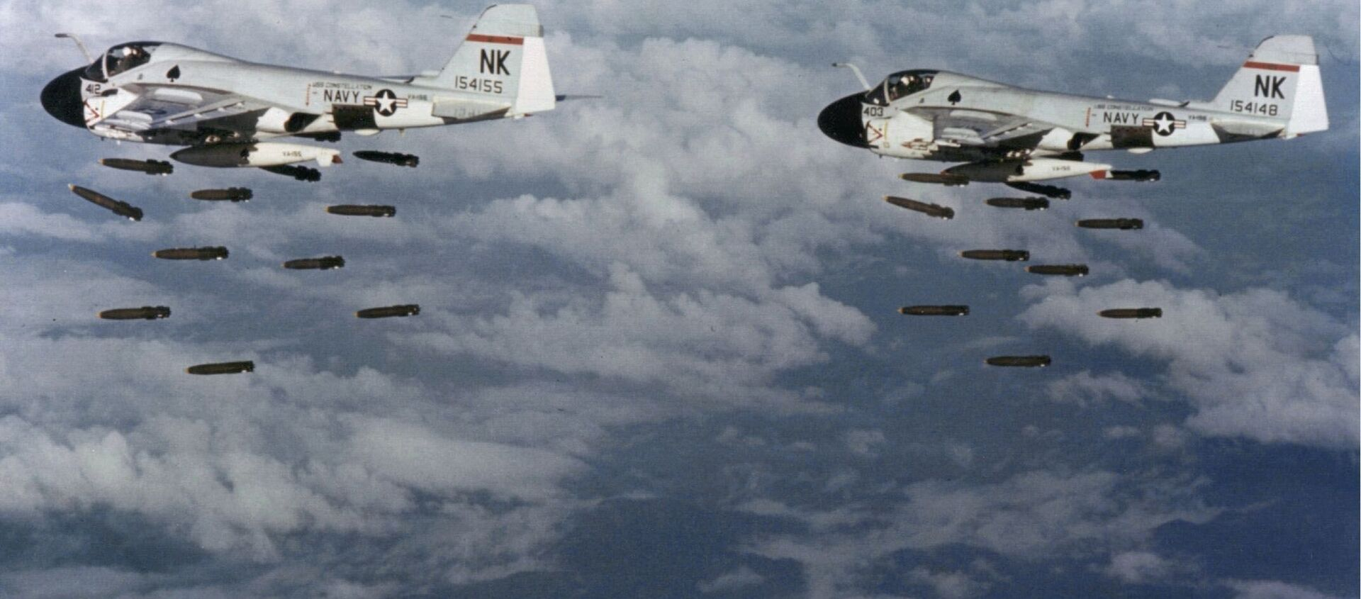 Dos bombarderos Grumman A-6A Intruder lanzan bombas contra Vietnam - Sputnik Mundo, 1920, 01.03.2020