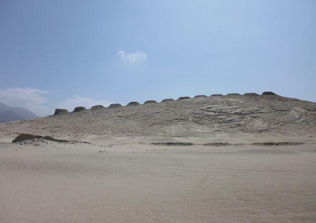 Las trece torres del observatorio astronómico de Chankillo
