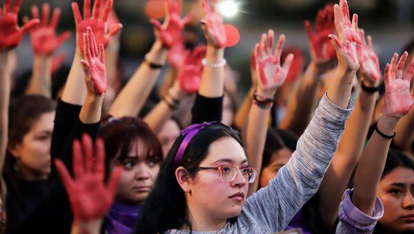 Protesta contra la violéncia machista y los feminicidios en Puebla, México - Sputnik Mundo