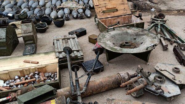 El armamento y munición confiscado a los terroristas abatidos en Siria - Sputnik Mundo