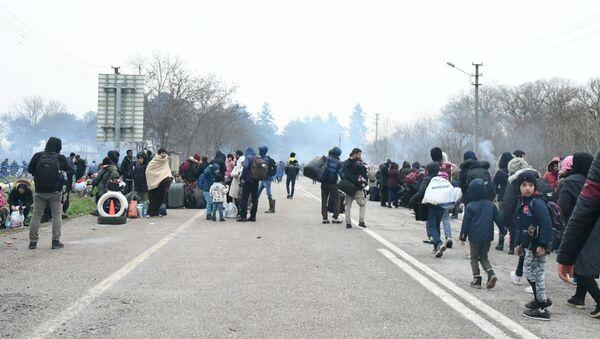 Refugiados sirios en la frontera de Turquía con Grecia - Sputnik Mundo