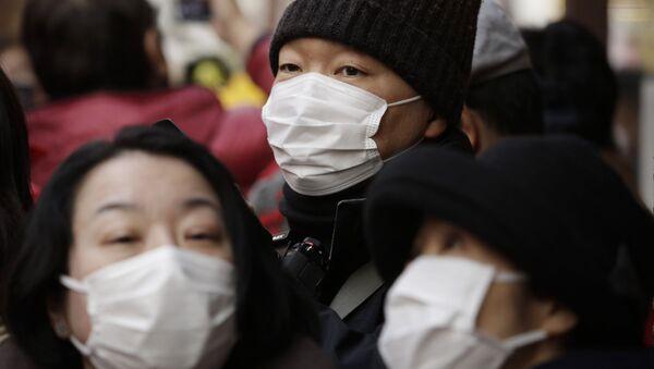 Las mujeres llevan máscaras antibacteriales durante la celebración del Año Nuevo Lunar en la ciudad japonesa de Yokohama - Sputnik Mundo