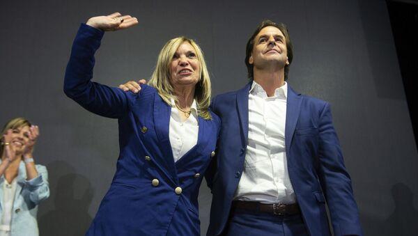Dirigente política uruguaya Beatriz Argimón y el presidente electo de Uruguay, Luis Lacalle Pou - Sputnik Mundo