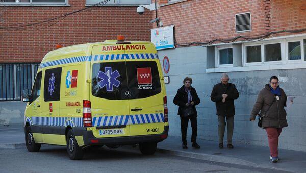 Una ambulancia en España - Sputnik Mundo
