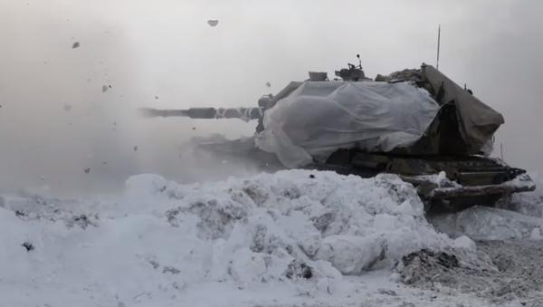 Los soldados rusos sacan a relucir los cañones de los obuses autopropulsados Мsta-S   Vídeo - Sputnik Mundo