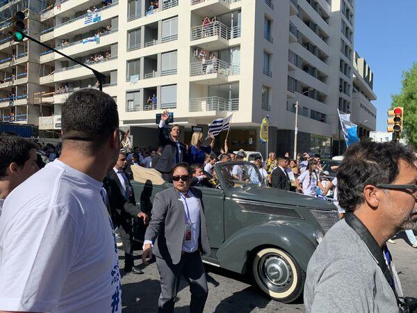El auto en el que se trasladan los gobernantes entrantes de Uruguay es un símbolo del poder político familiar del presidente: fue adquirido en 1937 por Luis Alberto de Herrera, presidente del colegiado del Partido Nacional que gobernó entre 1955 y 1959, bisabuelo materno de Lacalle Pou - Sputnik Mundo