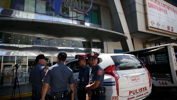 Los agentes de Policía filipina cerca del centro comercial de Manila - Sputnik Mundo