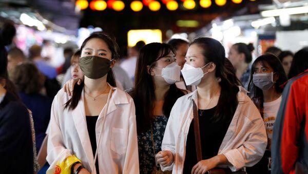 Unas chicas con mascarillas en Vietnam - Sputnik Mundo