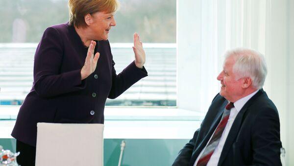 Ángela Merkel, canciller de Alemania, y Horst Seehofer, ministro del Interior - Sputnik Mundo