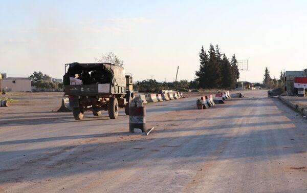 Una carretera en la ciudad siria de Saraqib - Sputnik Mundo