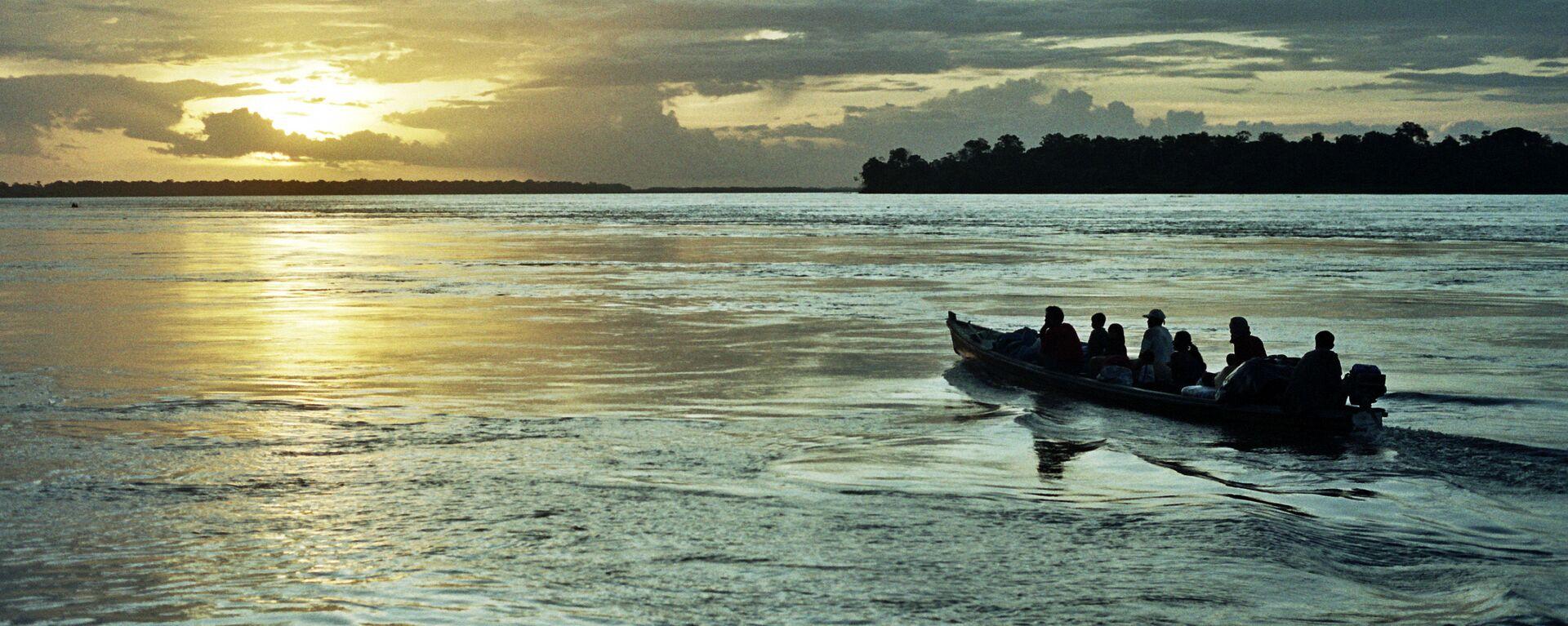 Un bote en Amazonas (imagen referencial) - Sputnik Mundo, 1920, 28.06.2021