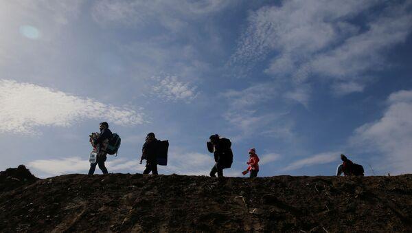 Migrantes en la frontera de Turquía con Grecia - Sputnik Mundo