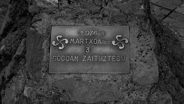 Placa en homenaje a la huelga del 3 de marzo de 1976 en Vitoria (Álava). - Sputnik Mundo