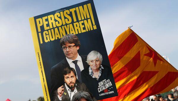 La multitud en el mitin de Puigdemont en Perpiñán, Francia - Sputnik Mundo