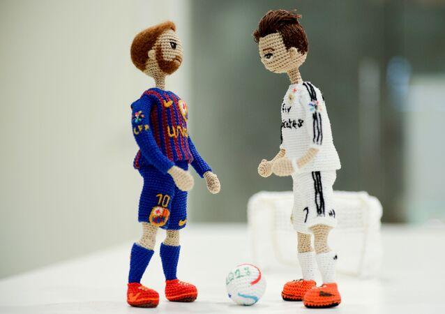 Muñecas de Lionel Messi y Cristiano Ronaldo