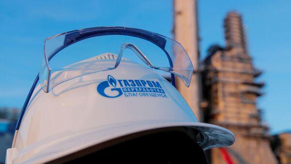 Un casco con el logo de Gazprom - Sputnik Mundo