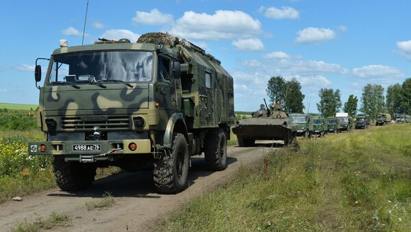 Un canión militar Kamaz y otra técnica militar rusa - Sputnik Mundo