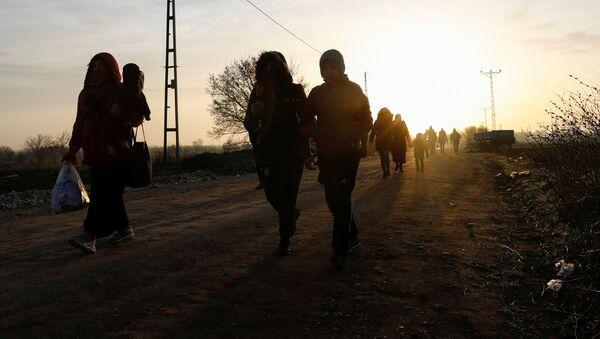 Migrantes en la frontera entre Turquía y Grecia - Sputnik Mundo