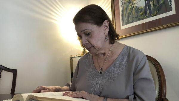 Stella Maris cuenta con parsimonia su historia personal, que a veces se transforma en la de los logros de sus dos hijas - Sputnik Mundo