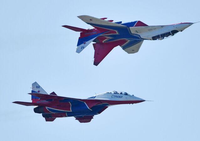 Los MiG-29 del grupo de demostración acrobática Strizhí de la Fuerza Aérea de Rusia