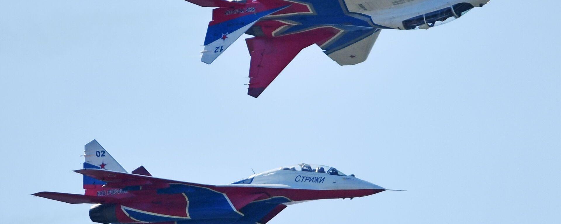 Los MiG-29 del grupo de demostración acrobática Strizhí de la Fuerza Aérea de Rusia - Sputnik Mundo, 1920, 04.03.2020