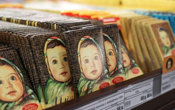 Las tabletas del chocolate Alionka en una tienda - Sputnik Mundo