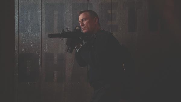 El actor Daniel Craig interpreta el espía James Bond en la nueva película 'No Time To Die' - Sputnik Mundo